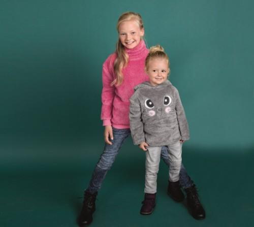 ružová fleece mikina 6 € a sivá fleece mikina 8 € 567990cb78a